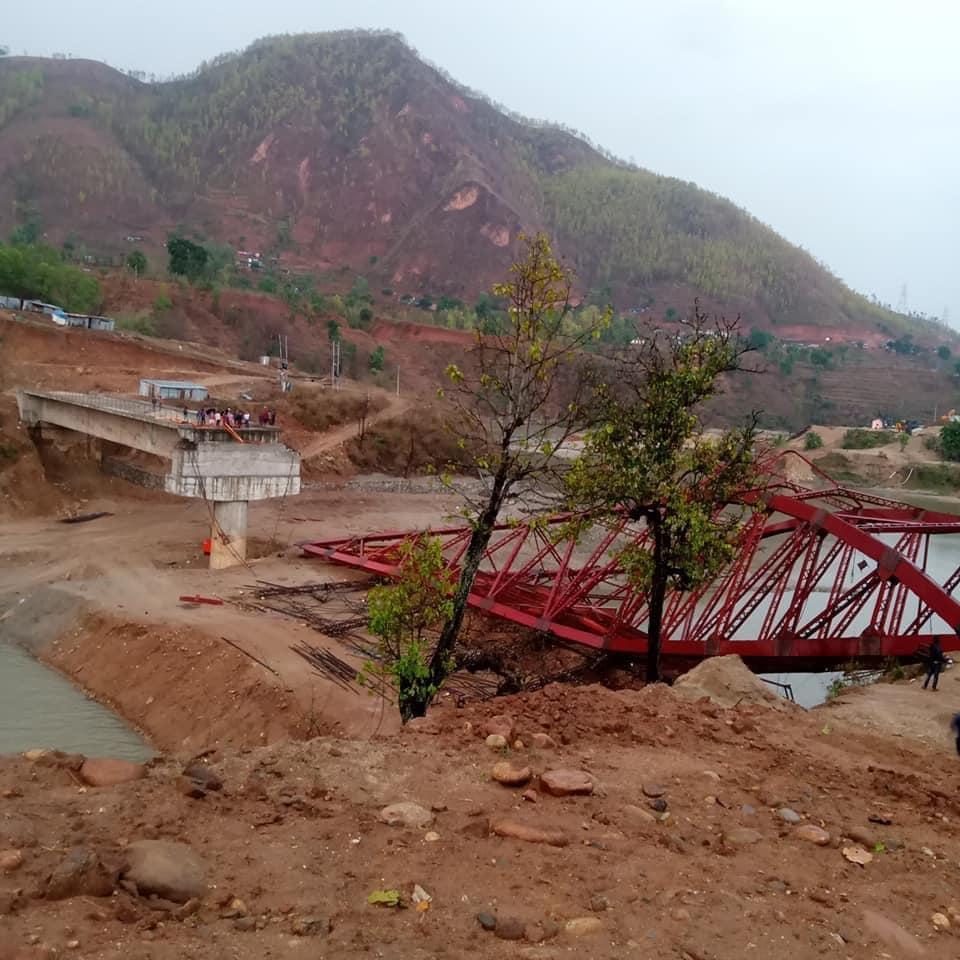हुरीले उडायो त्रिशूली नदीमाथिको निर्माणाधीन पुल
