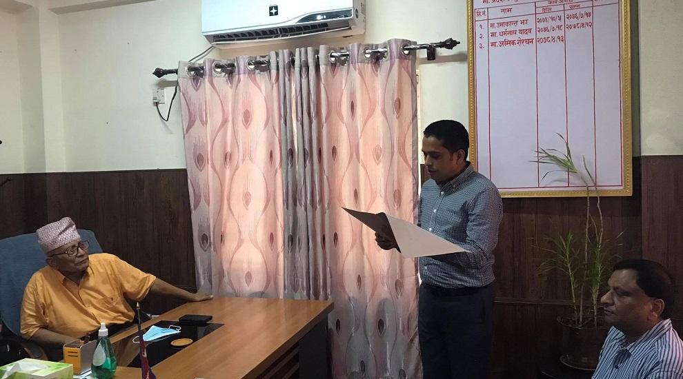 लुम्बिनीमा नयाँ सरकार गठनका लागि ४१ सांसदको हस्ताक्षरसहित प्रदेश प्रमुख समक्ष दाबी पेश